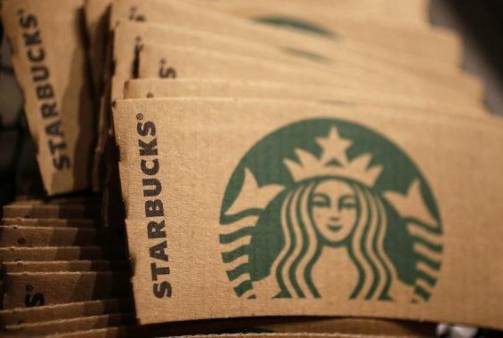 9月23日、米スターバックス・コーポレーションは、スターバックスコーヒージャパン株式の未保有分60.5%を取得し、完全子会社化する計画を発表した。ロンドンで昨年1月撮影(2014年 ロイター/Stefan Wermuth)