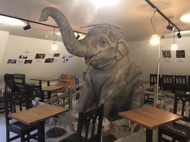 等身大象のオブジェ